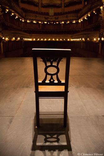 Athénée Danse du diable Philippe Caubère Clémence Hérout chaise